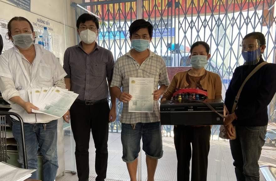 Phát hiện nhóm người làm giả giấy đi đường ở TP.HCM