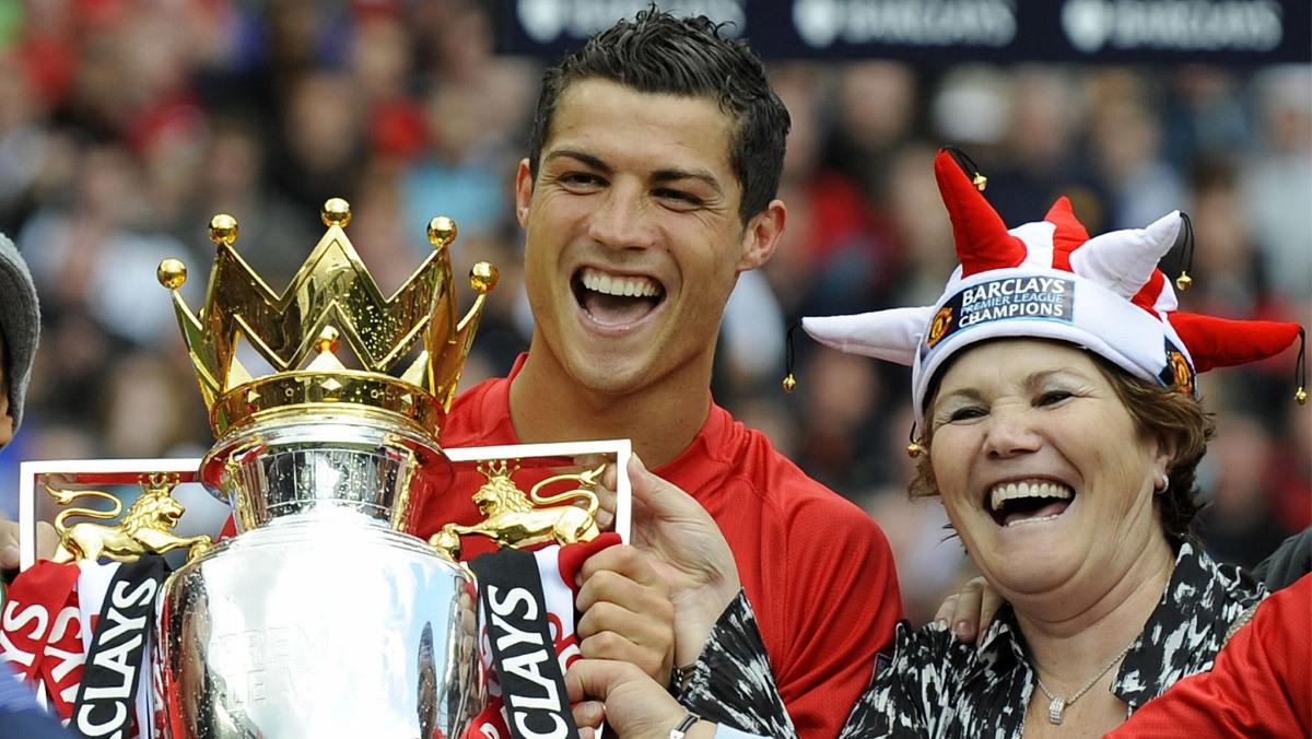 Ronaldo đại náo thành Manchester: Nhà vua đã trở về nhà!
