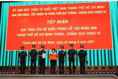 Bộ Quốc phòng trao quà trị giá 80 tỷ đồng tiếp sức TP.HCM chống dịch