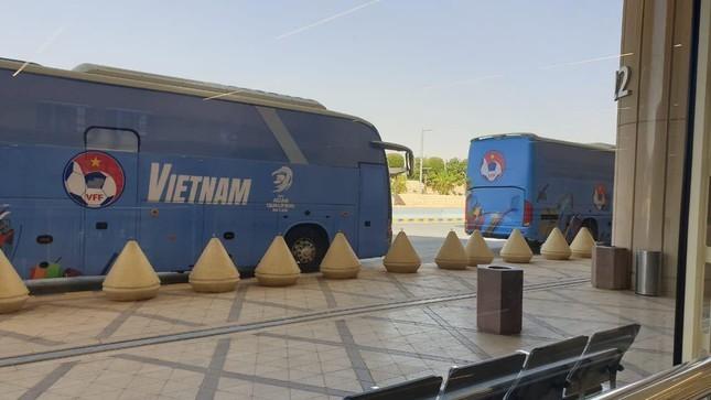 Tuyển Việt Nam đổ bộ Saudi Arabia, Tấn Trường miệt mài livestream