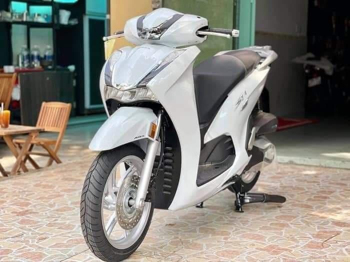 """Khách Việt """"sính ngoại"""", SH 350i nhập Ý vẫn át SH 350i nội giá rẻ"""