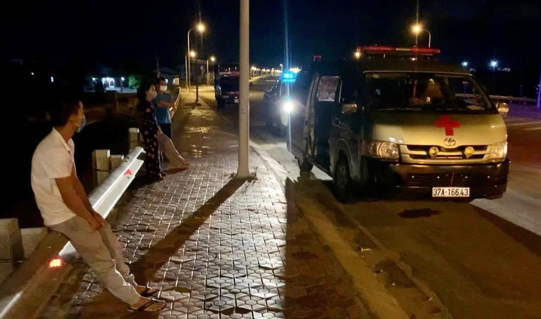Dùng xe cứu thương chở 4 người định vượt chốt kiểm soát ở Nghệ An