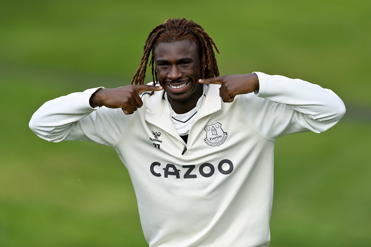 MU cảnh báo Cavani, Chelsea ra mắt Kounde