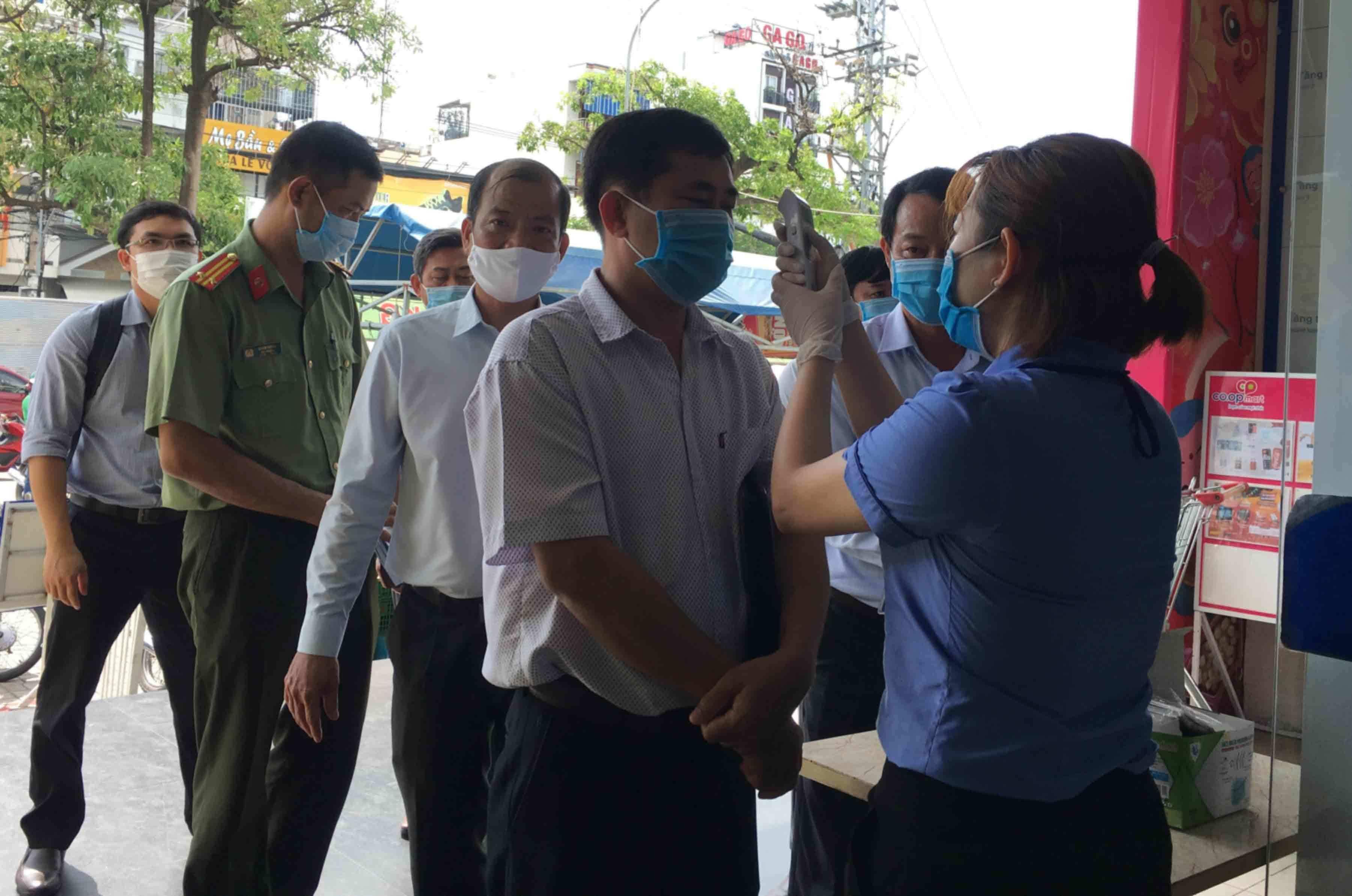 Nha Trang xét nghiệm hỏa tốc, người dân ở yên trong nhà từ 15h chiều nay