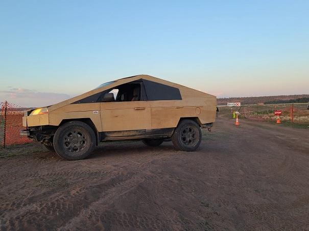 Bản sao bán tải điện Tesla Cybertruck làm bằng gỗcực dị