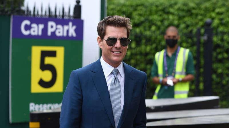 Chiếc BMW của Tom Cruise bị đánh cắp trong khi quay phim ở Anh