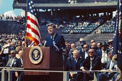 """""""Chúng ta chọn tới Mặt trăng"""", bài phát biểu thúc đẩy Mỹ khám phá không gian"""