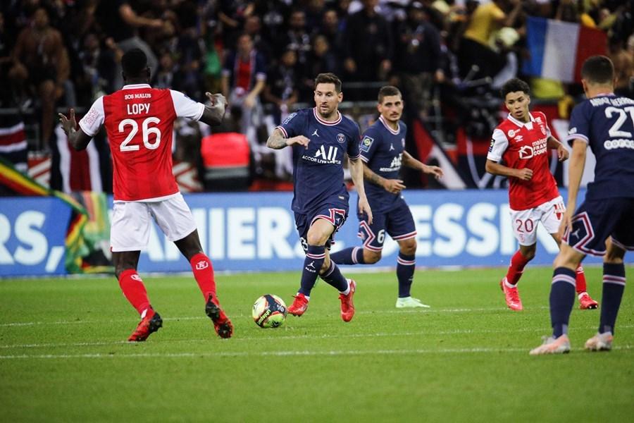 Kết quả bóng đá hôm nay 30/8: MU thắng nhọc, Messi đạp cỏ Ligue 1