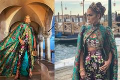 Jennifer Lopez lộng lẫy như nữ hoàng tới show Dolce & Gabbana