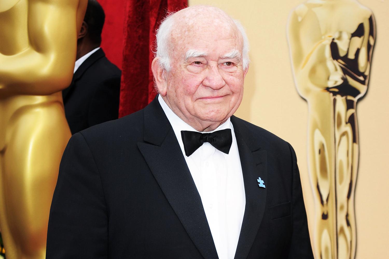 Huyền thoại Hollywood qua đời ở tuổi 92, nhiều phim dang dở