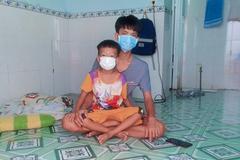 Bé trai 5 tuổi mắc Covid-19, bị bỏng tại khu cách ly, cha mẹ nghèo bế tắc