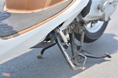 Vì sao xe máy có 2 loại chân chống?