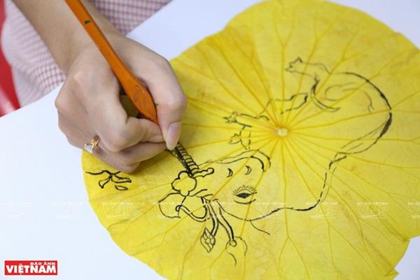 Paintings on lotus leaves