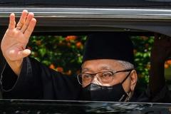 Tân Thủ tướng Malaysia lỡ buổi tuyên thệ nội các