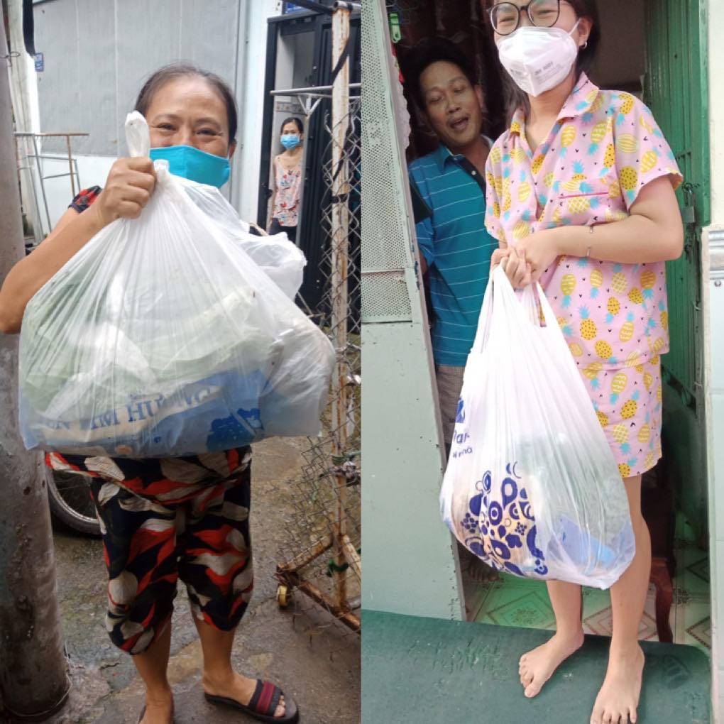 Niềm vui giản dị của những người lao động 'mắc kẹt' tại Sài Gòn