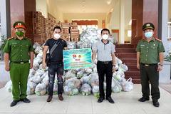 Tập đoàn Viễn Đông Nga tặng quà cho người khó khăn ở Hà Nội, Đồng Nai
