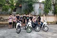Hà Nội: Xử lý 9 thanh niên nam nữ phóng xe máy 'thông chốt' kiểm dịch