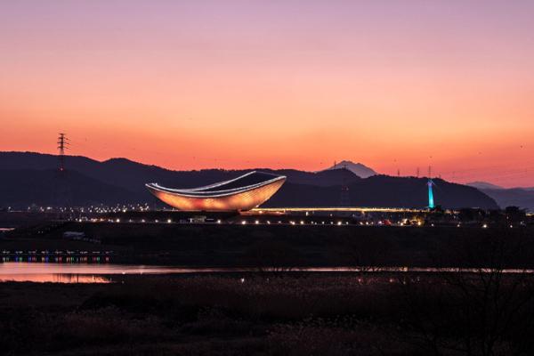 Dã ngoại ở quảng trường kiến trúc đẹp nhất Daegu