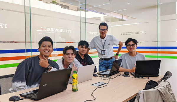 Chàng sinh viên điển trai tạo hứng thú học tập bằng công nghệ