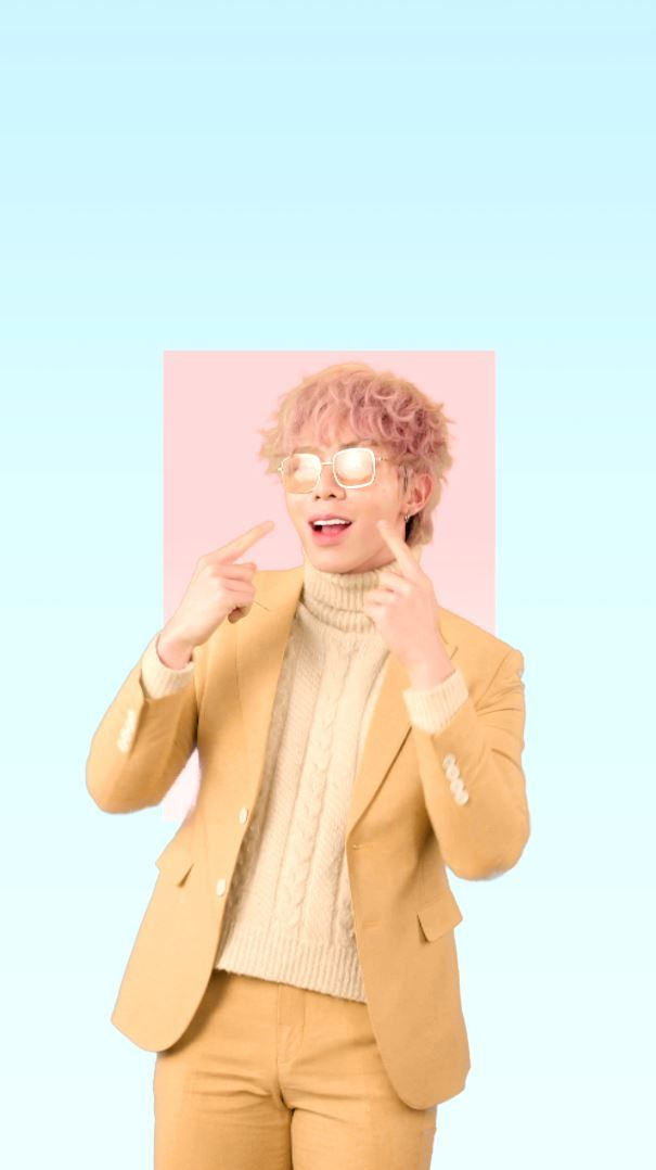 Ca sĩ Erik ra MV 'kẹo ngọt' tặng khán giả thời dịch