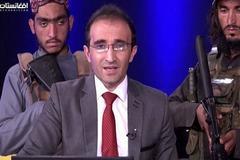 Dẫn chương trình người Afghanistan 'lên sóng', Taliban cầm súng đứng sau