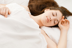 Bác sĩ chia sẻ mẹo dễ ngủ, thu hút 2,6 triệu lượt xem