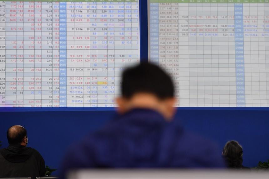 Hơn 70% cổ phiếu ngân hàng giảm giá trong tháng 8