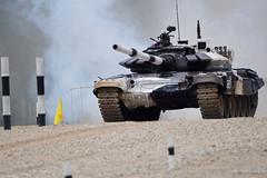 Đứt xích giữa đường, đội tuyển xe tăng Nga vẫn về đích đầu tiên ở bán kết