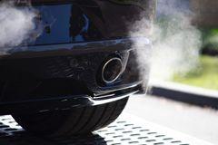 5 dấu hiệu cảnh báo ô tô của bạn có thể đang bị nứt ống xả