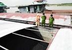 Cảnh sát phát hiện tàu chở 1.300 tấn than không hóa đơn