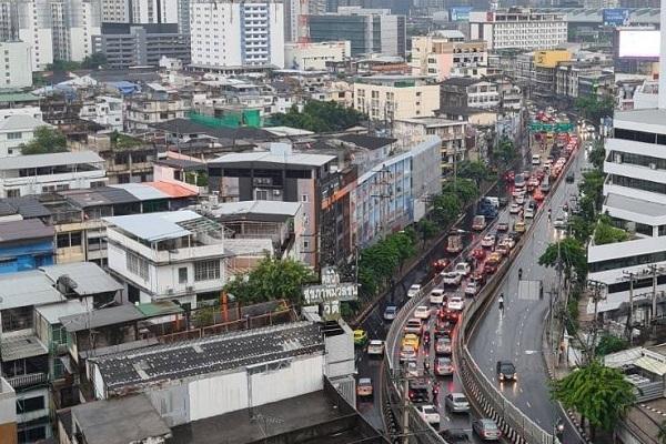 Thái Lan thử sống chung với Covid-19, Bangkok lại nhộn nhịp