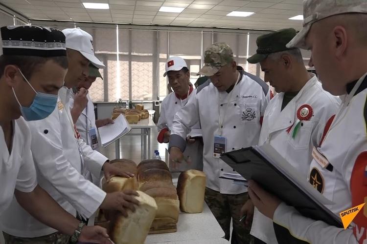 """Xem các """"anh nuôi"""" Việt Nam thi bếp dã chiến ở Army Games"""