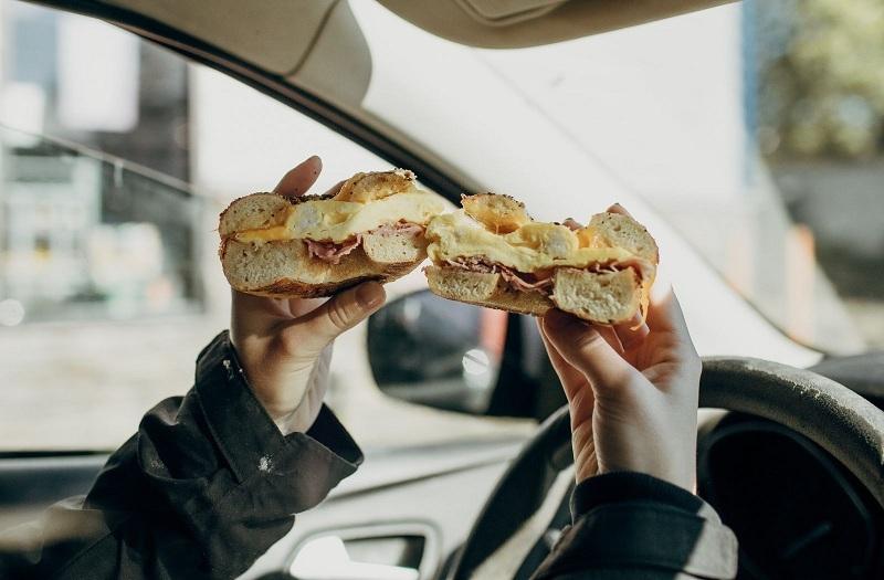 6 mẹo đơn giản giữ nội thất ô tô luôn sạch cho chuyến đi đường dài