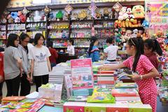 Vận động kinh phí mua SGK và đồ dùng học tập cho học sinh khó khăn