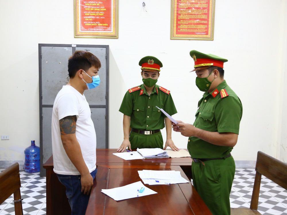 Bắt giam thanh niên tát công an đang kiểm soát dịch Covid-19