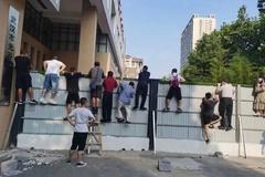 Bật cười với những khoảnh khắc trong ngày khai trường ở Trung Quốc