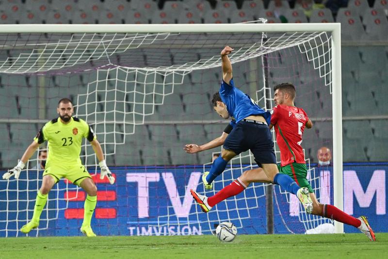 Italy bất ngờ bị cầm chân trên sân nhà