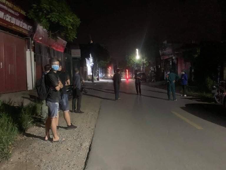 Clip: Cháy lớn ở Hà Nội, khói lửa cuồn cuộn kèm tiếng nổ lớn