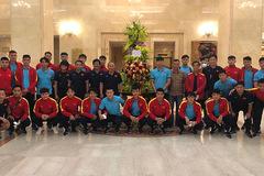 Chủ tịch nước Nguyễn Xuân Phúc động viên tuyển Việt Nam