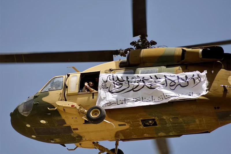 Xem lính Mỹ phá hủy khí tài trước khi rút khỏi Afghanistan