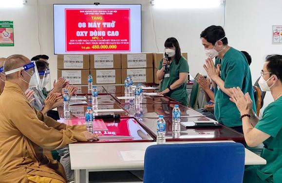 GHPGVN TP. Hà Nội tặng máy thở cho các bệnh viện tại TP.HCM