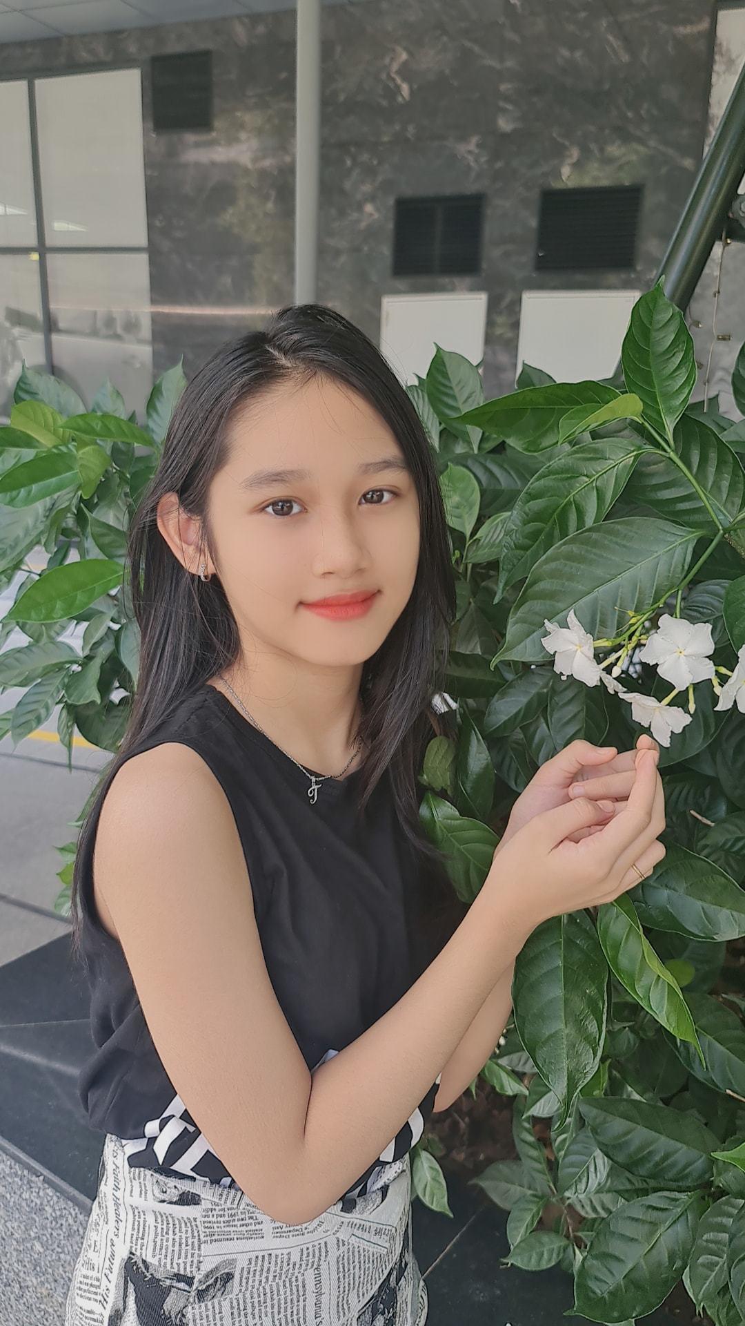 Con gái 10 tuổi, cao 1,56m của Minh Tiệp và vợ kém 13 tuổi