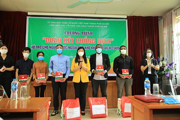 Hà Nội hỗ trợ người nước ngoài gặp khó khăn do dịch