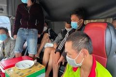 Công an bắt quả tang bảy tài xế sử dụng ma túy trên cabin xe tải