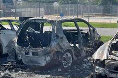 Xe điện Chevrolet Bolt bốc cháy thiêu rụi loạt xe khác đỗ bên cạnh