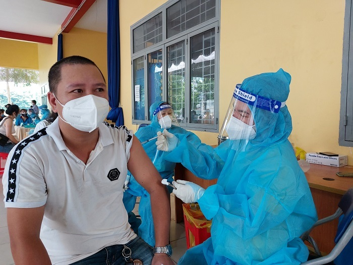 Bình Dương xem xét cho người dân đã tiêm vắc xin được ra đường