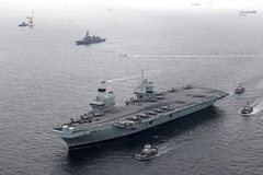 Tàu sân bay Anh lần đầu cập cảng quân sự ở Nhật Bản