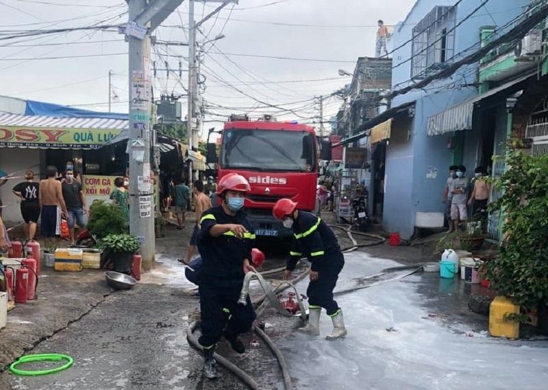Ba người mắc kẹt trong vụ hỏa hoạn ở TP.HCM, 1 người chết