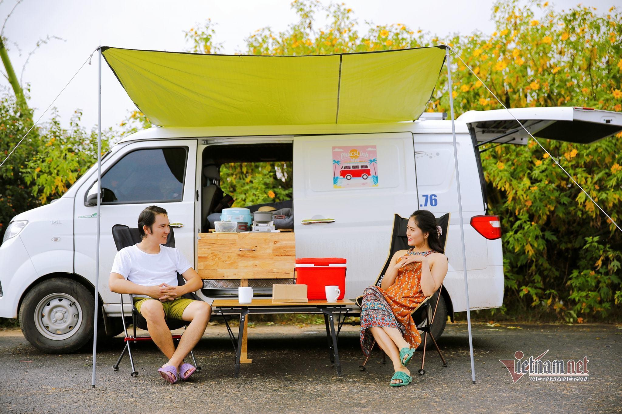 Vợ chồng 9X biến xe Van giá rẻ thành căn hộ di động đi muôn nơi
