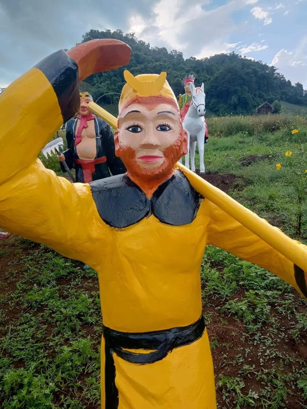 Tượng thầy trò Đường Tăng 'xấu lạ' ở Sơn La gây tranh cãi